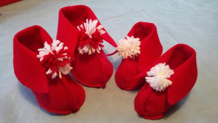 Red baby booties by StarbitJewels