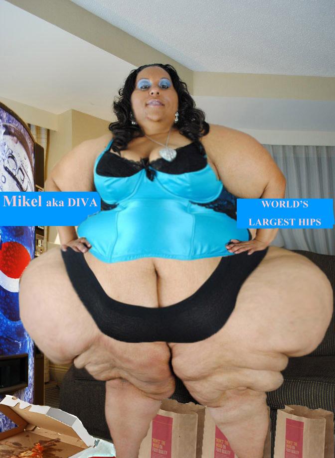 Dominant diva teasing in shiny pantyhose - 3 part 1