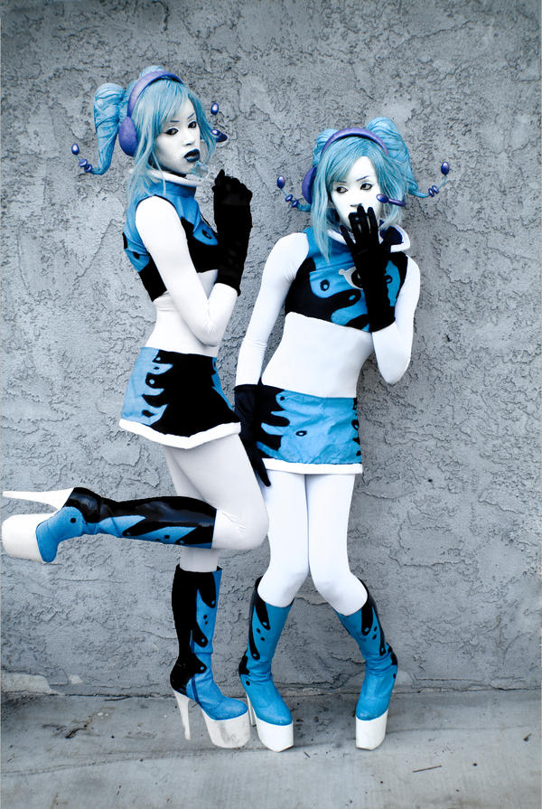 Evila Twins by LunalescaPhotography