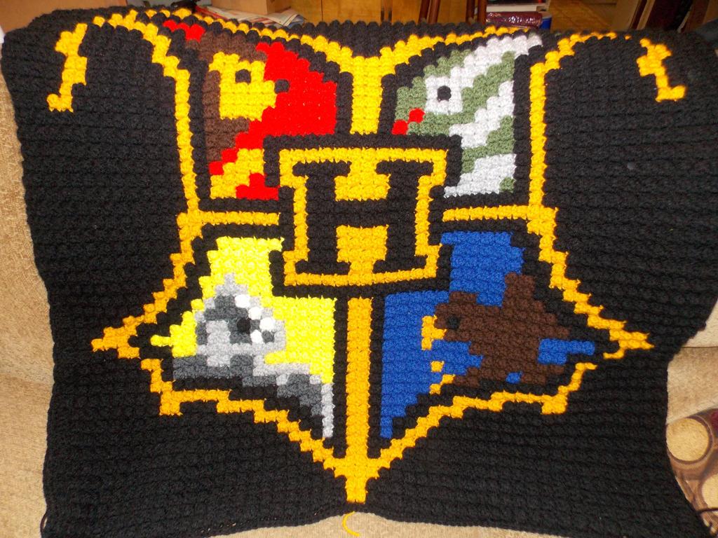 Hogwart's Crest by rjccj