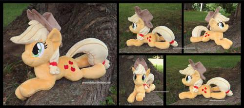 Applejack Beanie by Peruserofpieces