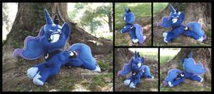 Princess Luna (royal blue, regalia)
