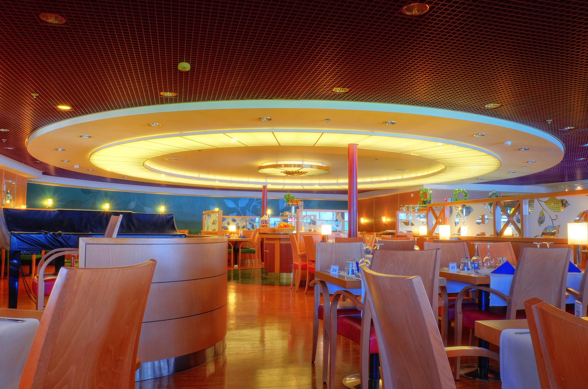 La Piazza Restaurant Cafe K Ef Bf Bdln