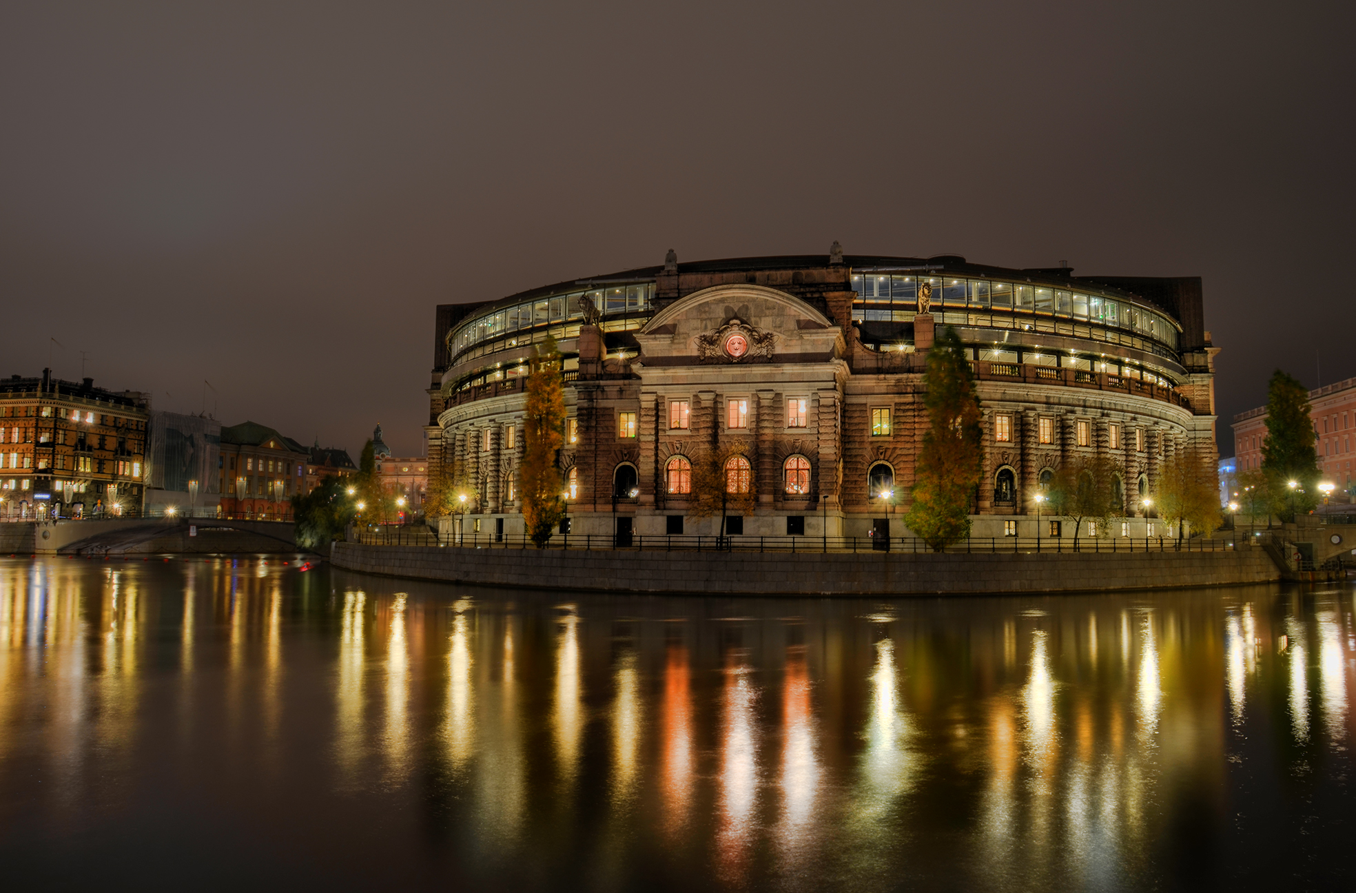 The Parliament II: Night by HenrikSundholm