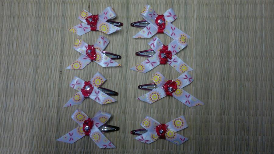 Pink hair clips by Hotaru-oz