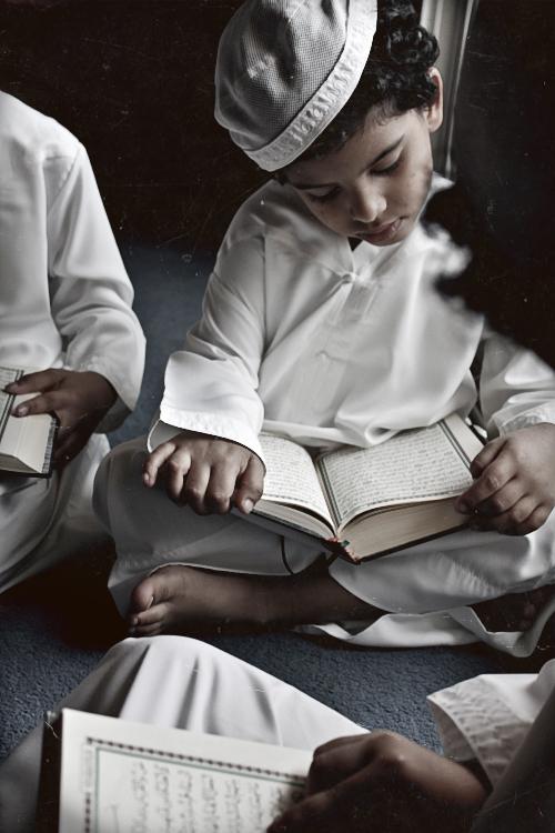 يدعي اطفال يدعون اطفال يصلون