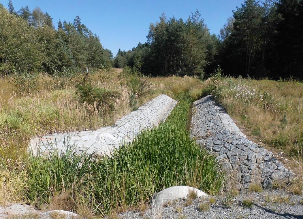 drainage by Takiako-Nakashi