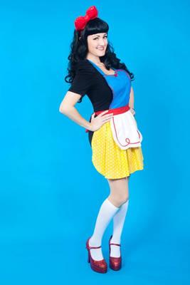 Lil Rae Cakes Snow White inspired apron