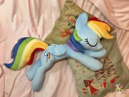 Sleeping Rainbow Dash by KetikaCraft