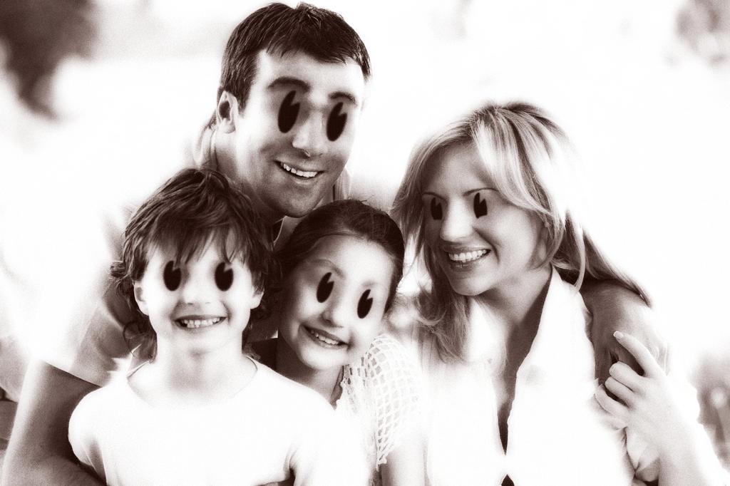 happy_creepy_family_by_adula11-danr2mi.jpg
