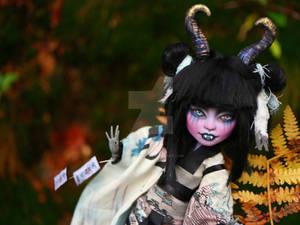 Monster High repaint Twyla Oni Girl
