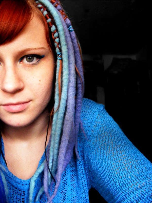 http://fc05.deviantart.com/fs50/f/2009/304/f/1/wool_dreads_by_missHaslerka.jpg