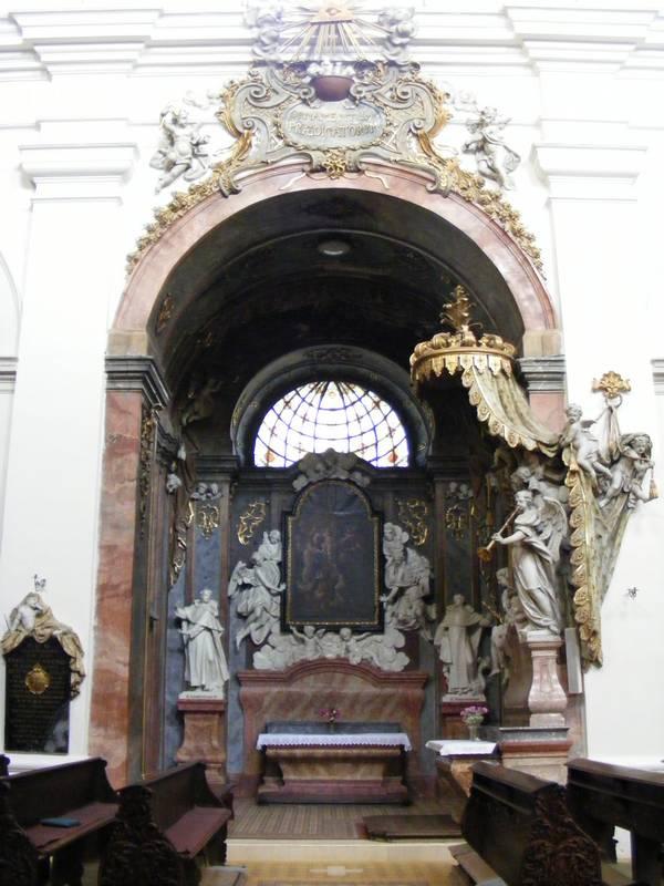 http://fc03.deviantart.net/fs51/f/2009/324/b/2/Znojmo_church_by_missHaslerka.jpg