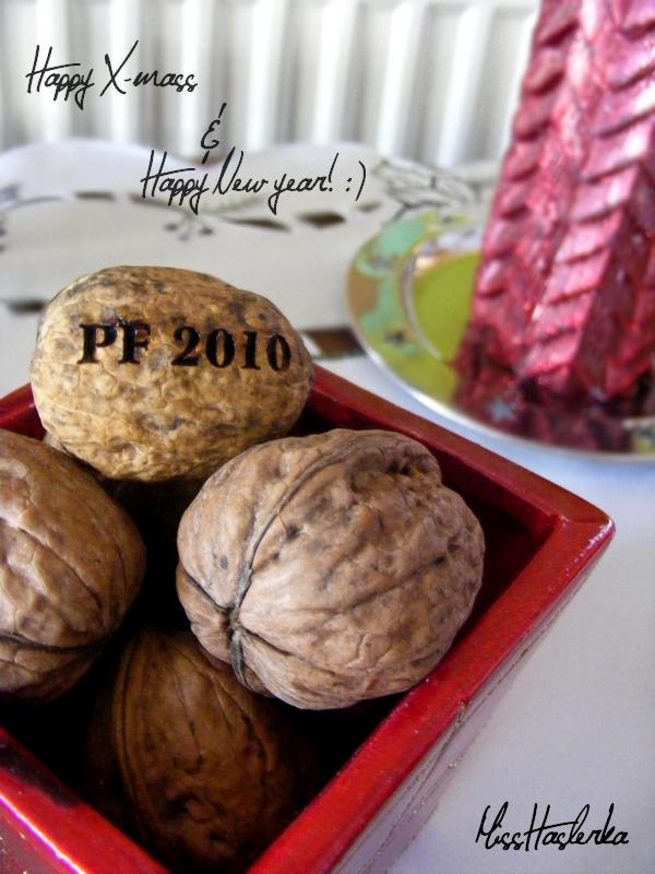 http://fc06.deviantart.net/fs71/f/2009/358/1/3/happy_chrismass_and_new_year_by_missHaslerka.jpg