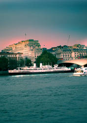 London Thames by Mo-Nabbach