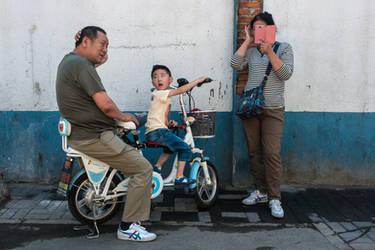 Hutong Family by niklin1