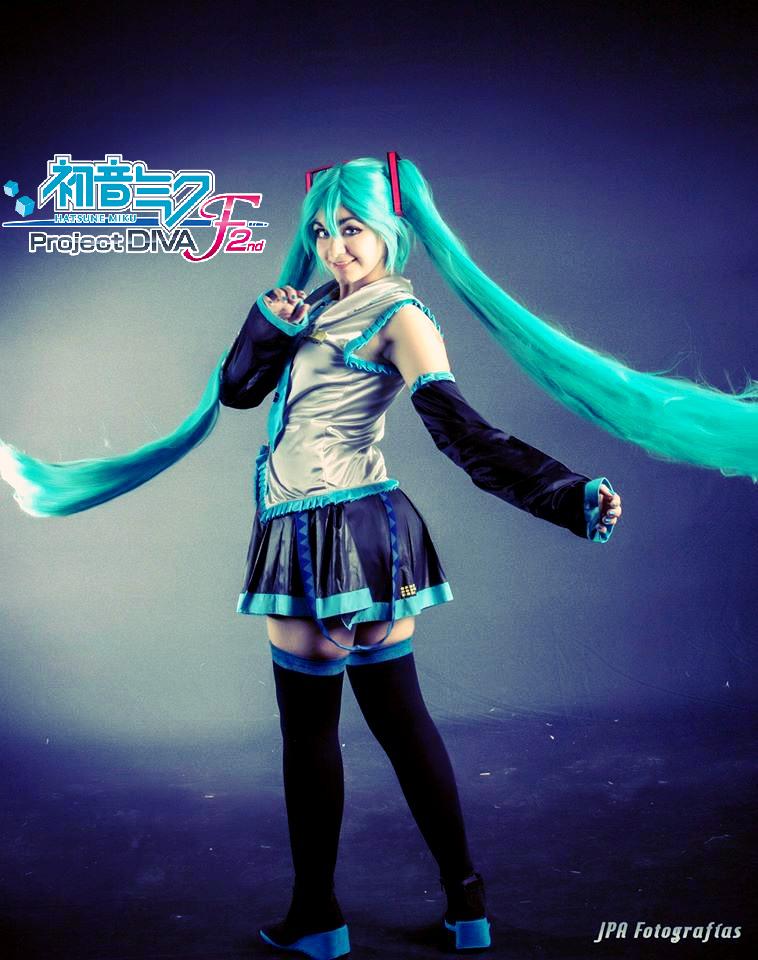 Hatsune Miku cosplay by FlopiiHatsune