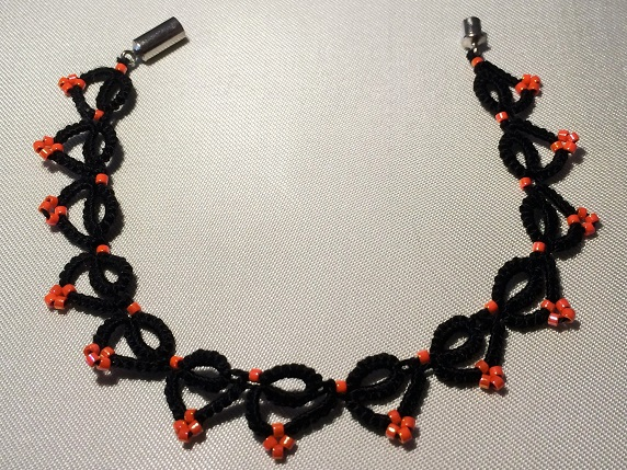 Halloween tatted bracelet by Erzsabet