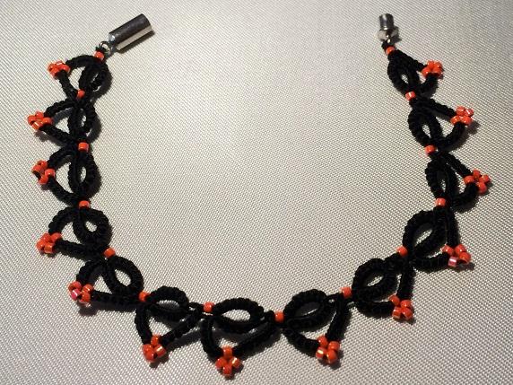 Halloween tatted bracelet by Erzsabet