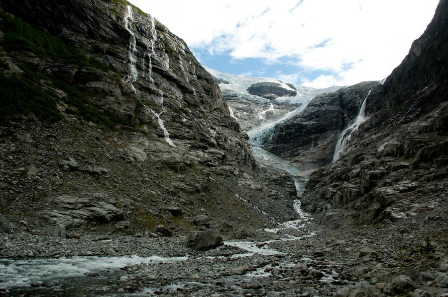 Glacier in Norway by Liekeeee