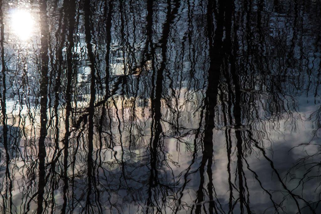Dark Reflective Pool by Smoke-Violin