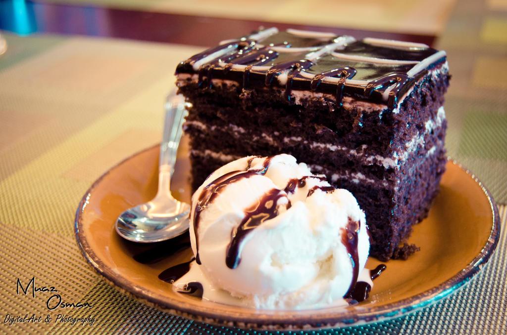 Ice Cream Cake Chocolate Delicious Looking