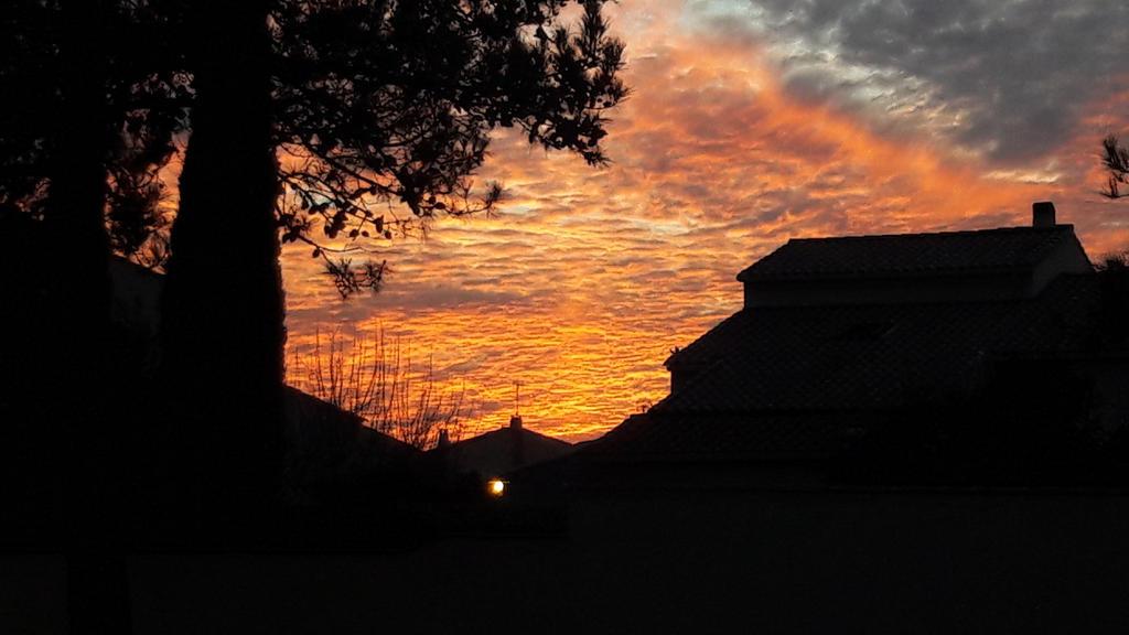 Ombres et coucher de Soleil by DreamyLunarFox