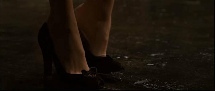 Lois Lane's Foot 4