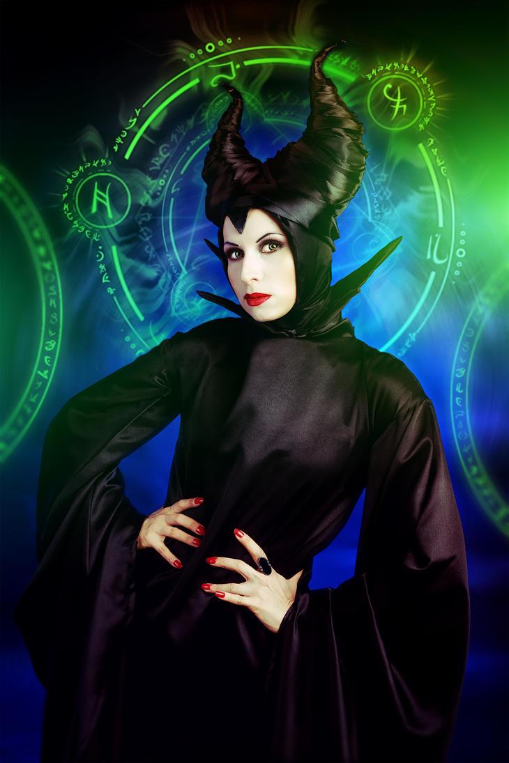 Maleficent by elenasamko