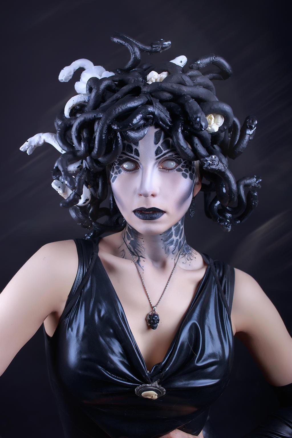 Медуза из волос прическа