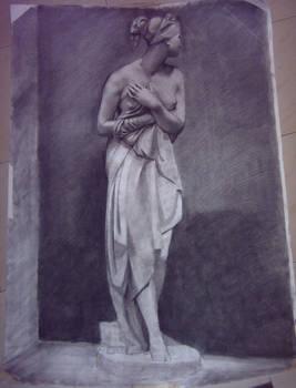 Estatua a carboncillo