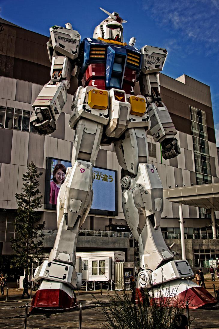Gundam Giant Robot Statue by amigaboi