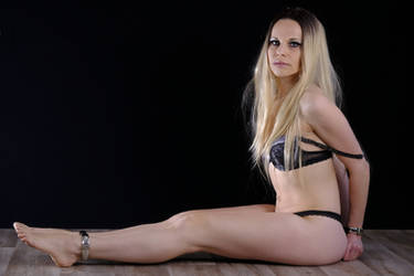 5 Agents - Blonde - Waiting by Chibi-Bony