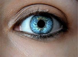 shiny eye... by lilbitgimpy