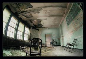 La salle des chaises by DreamCatCheuse