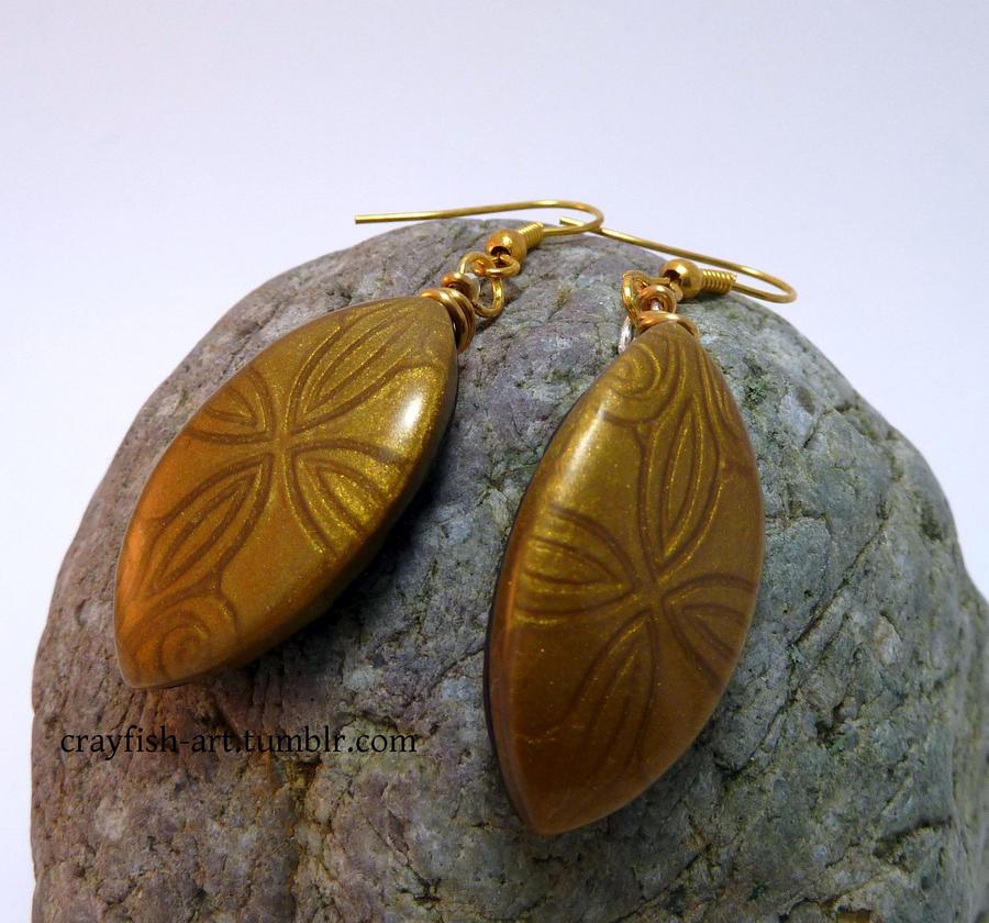 Mica Shift earrings by Pythiadelphie