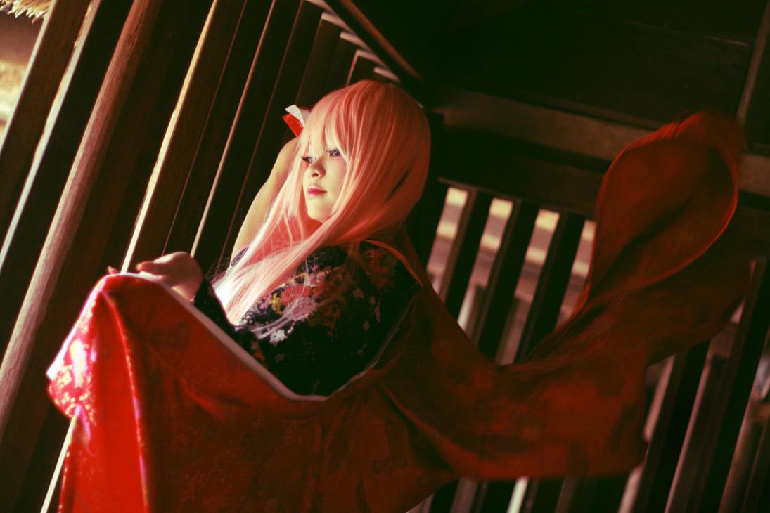Enbizaka no Shitateya_the red kimono by Dan-Gyokuei