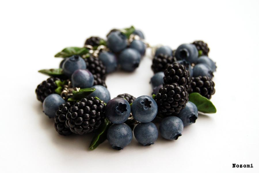 Bracelet blueberry and blackberry by Nozomi21
