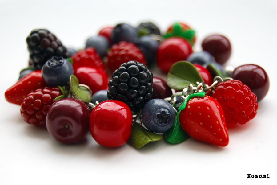 Berry bracelet by Nozomi21