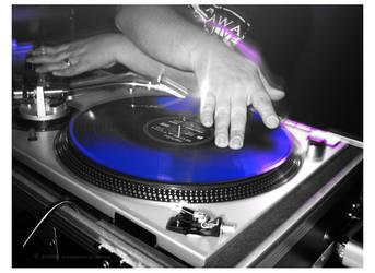 scratchin' the vinyl by xxemoxxstarxx