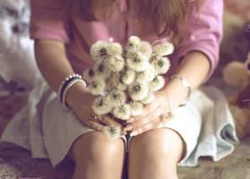 dandelion by NadyaBird