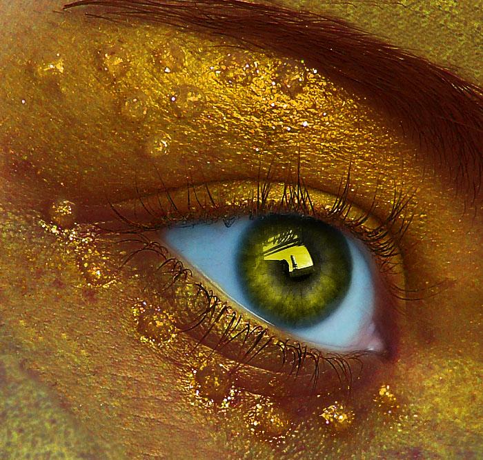 Golden Eye by Mumtazzaidi