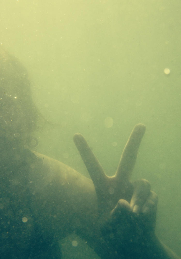 Underwater peace by Holly-Rosse