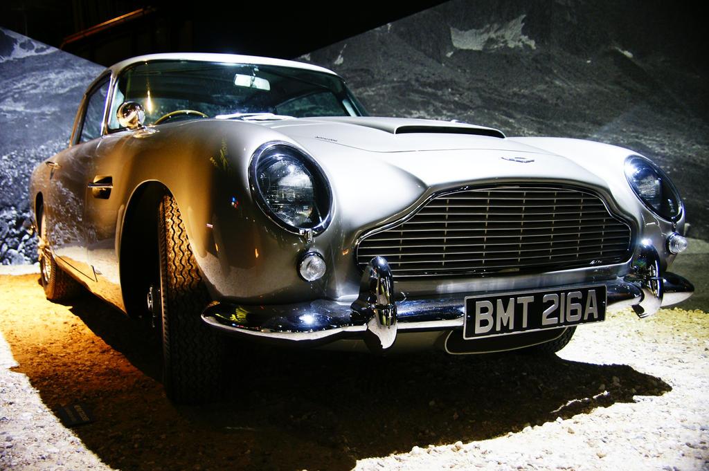 Bond, James Bond 2 by Heurchon