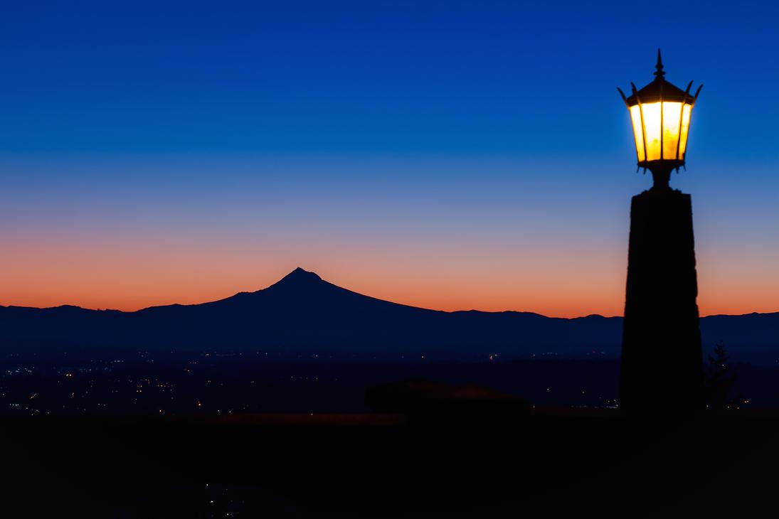 Mount Hood Says Good Morning by dellamort