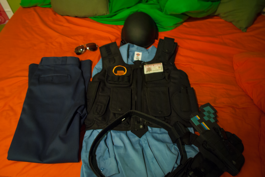 Black Mesa Security Guard Costume - Item Layout by ...