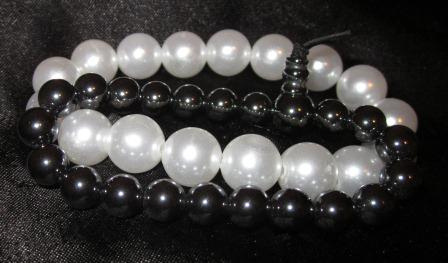 Black and White Pearl Bracelets by undeadxsiren