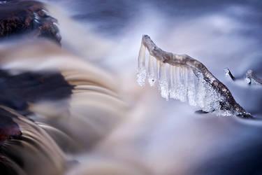 Wintry Stream by jjuuhhaa