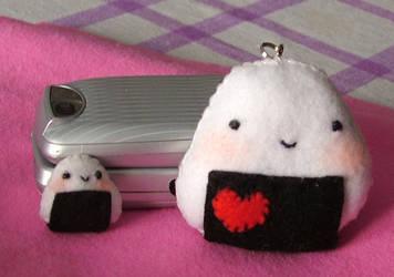 little onigiri :P by ponyania