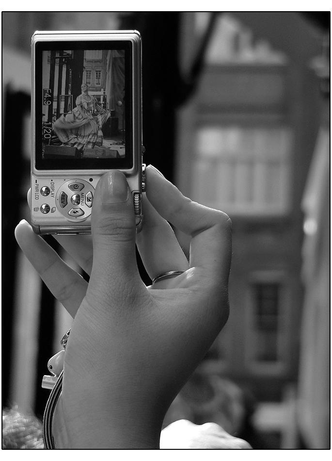 Camera In Hand v2 by wolfskin - bir foto�raf �ekilebilirmiyiz?
